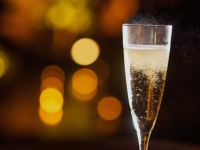 淡路夢泉景1階ロビーラウンジにて20時〜22時迄グラススパークリングを皆様にご提供。